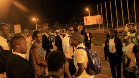 Davido with Paul Kagame3_800x450